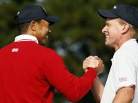 Vegas Likes Tiger Again, Sours On Mickelson